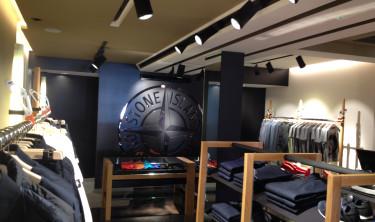 Stone Island  een luxe mode zaak op de P.C. Hoofdstraat te Amsterdam